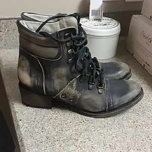 Freebird by Steven Gage Lace Up Bootie sz 7
